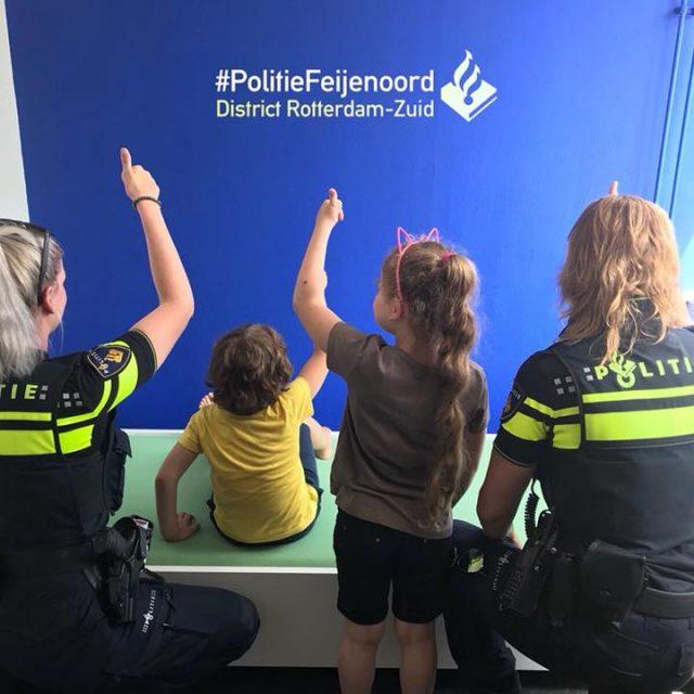 Bedden voor arm Rotterdams gezin dankzij de plaatselijke politie en RataPlan Rotterdam