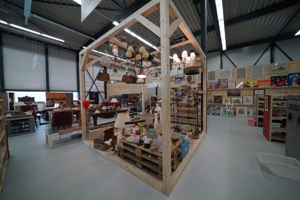 Een foto van de lampenafdeling in Hillegom, die onder andere door Mlevin uitvoering zijn getest!