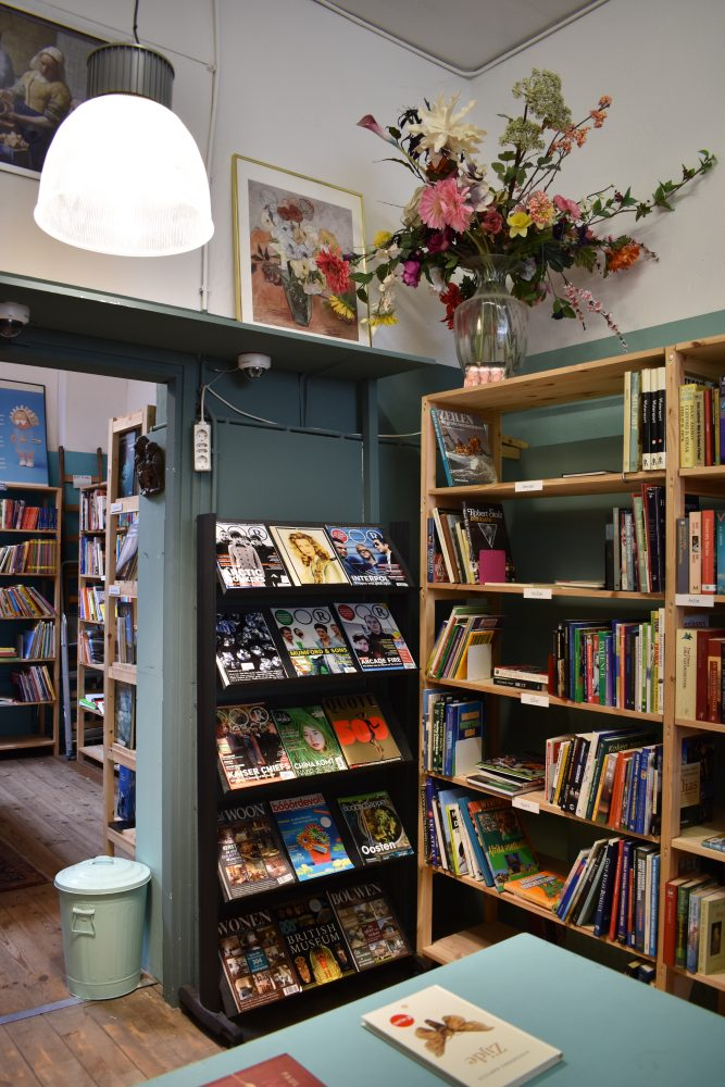 De boekenafdeling van RataPlan Haarlem Zijlstraat.